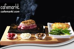 Ahşap ve Taş Sunumda Steak Ahşap steak sunum tahtalarının doğal taşlar ile birleşiminden meydana gelen steak tahtaları da mevcut. Bu tahtalar hem şık hemde taş sunum bölümleri ile çok daha uzun ömürlü kullanım sağlıyorlar. Ne kadar ahşap sunumlar uygun ağaçlardan seçilerek yapılırsa da yine de ahşabın doğası gereği fazla su ile temasından kaçınmak gerekir. Ancak etin temas ettiği bölüm taştan olduğunda bol su ile yıkama konusu sorun olmaktan çıkar. http://blog.cafemarkt.com/ahsap-sunumlar/