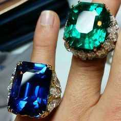 Colombianemerald and unheated Burmesesapphire weighting 47.73 carats and 53.63 carats, respectively.