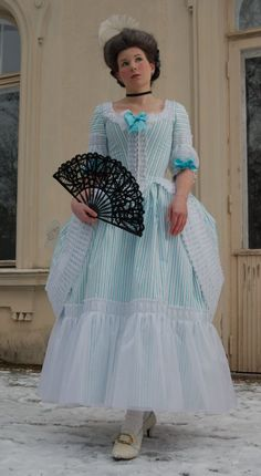 CoutureMayah - an incredible polonaise re-creation, and full dress diary with detailed construction photos.