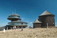 Śnieżka. Kaplica najbliższa polskiemu niebu Murcia, Poland, Gate, Clouds, Travel, Beauty, Viajes, Portal, Destinations
