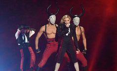 """Madonna anuncia a turnê #RebelHeart e diz: """"Isso é uma turnê mundial. Eu vou para todos os lugares!""""."""