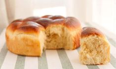 Sweet bread - How to prepare brioche bread. One of the best recipes for this very light and tasty sweet bread. Mexican Sweet Breads, Mexican Food Recipes, Sweet Recipes, Dessert Recipes, Receta Pan Brioche, Brioche Bread, Pozole, Yeast Dough Recipe, Donuts