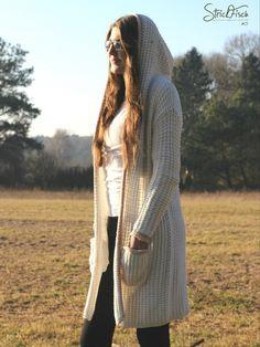 Individuell, handgestrickt ist dieser Strick Mantel /Cardigan /Longjacke von StrickFisch. Ein Einzelstück. Lasst euch inspirieren.