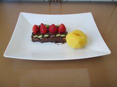 Fragole    cioccolato  pesca cotta  nello sciroppo   piena di pistacchio  di Bronte /      Gino D'Aquino