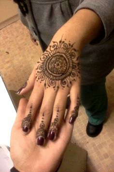 Round patterns are easy for beginners Simple Henna Patterns, Easy Henna, Hennas, Henna Designs, Mehndi, Hand Tattoos, Tatting, Simple Henna Designs, Henna Art Designs