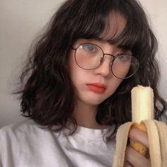 Ulzzang Guide – What is Ulzzang? Ulzzang Short Hair, Korean Short Hair, Ulzzang Korean Girl, Cute Korean Girl, Ulzzang Hairstyle, Cute Asian Girls, Pelo Ulzzang, Ulzzang Girl Fashion, Medium Hair Styles