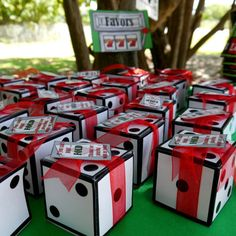 Dice favor box or invitation box perfect for a casino poker party or gambling las vegas. casino games home party Casino Royale, Casino Party Decorations, Casino Theme Parties, Game Night Decorations, Casino Party Foods, Casino Themed Centerpieces, Bunco Themes, Themed Parties, Party Snacks