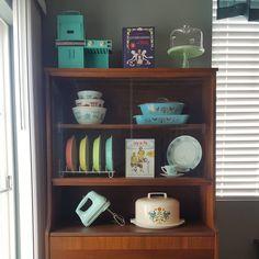 "Rachel on Instagram: ""Happy Tuesday! 🍰☕ #pyrexlove #glasbake #hazelatlas"" Pyrex Display, Happy Tuesday, China Cabinet, Bookcase, Shelves, Storage, House, Furniture, Instagram"