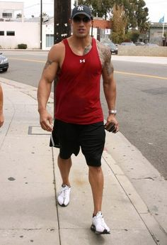 Dwayne Johnson Photos - Actor Dwayne Johnson formerly known as 'The Rock' out walking with some friends after working out at the gym in Venice, CA. - Dwayne Johnson Leaving The Gym In Venice Dwayne Johnson Body, Look At You, How To Look Better, Dwane Johnson, Rock Johnson, Dwayne The Rock, Samoan Tattoo, Raining Men, Celebs