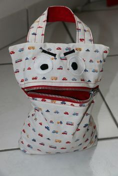 Marvelous Make a Hobo Bag Ideas. All Time Favorite Make a Hobo Bag Ideas. Sewing Projects For Beginners, Sewing Tutorials, Sewing Hacks, Love Sewing, Kids Bags, Clutch, Hobo Bag, Purses And Bags, Diaper Bag