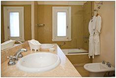 En Planta Alta encontramos 4 habitaciones, 2 Standard con bañera, y 2 De Lujo con hidromasaje.