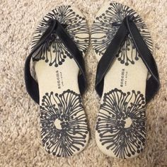 Dressy Summer Sandals In great condition, worn once. Size 8 Sonoma Shoes Sandals
