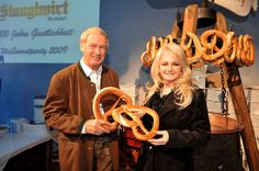 Weisswurstparty (via @stanglwirt) - www.stanglwirt.com 80s Music, Rock Music, Bonnie Tyler, My Idol, Rock And Roll, Party, Singer, Germany, Celebrations