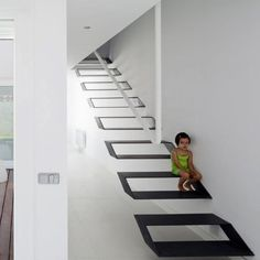 Illusion Staircase at Casa Syntes in Pinto. This is a project by dosmasuno arquitectos carried out in a single family house located in Madrid, Spain. Stairs Architecture, Interior Architecture, Interior Stairs, Home Interior Design, Escalier Design, Modern Stairs, Metal Stairs, Floating Stairs, House Stairs