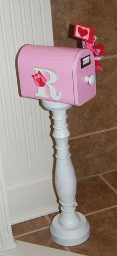 DIY Kids Mailbox (but I kind of like this idea for Valentine's Day. Girls Playhouse, Build A Playhouse, Pallet Playhouse, Playhouse Decor, Playhouse Interior, Playhouse Ideas, Valentine Box, Valentine Crafts, Diy For Kids