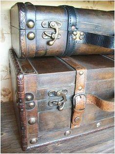 Suitcase decor - so interesting Old Trunks, Vintage Trunks, Trunks And Chests, Antique Trunks, Vintage Suitcases, Vintage Luggage, Vintage Travel, Kelly Wearstler, Suitcase Decor