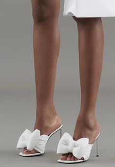 Edgy Shoes, Runway Shoes, Fashion Gallery, Flats, Sandals, Beautiful Shoes, Summer Shoes, Off White, Fashion Shoes