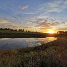 Sonnenaufgang am Elbdeich in Bleckede, Elbe Foto: Manja Gückel Country Roads, Celestial, Sunset, Instagram, Outdoor, Sunrise, Hamburg, Traveling, Pictures
