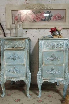 Adding That Perfect Gray Shabby Chic Furniture To Complete Your Interior Look from Shabby Chic Home interiors. Shabby Chic Style, Casas Shabby Chic, Shabby Chic Mode, Estilo Shabby Chic, Vintage Shabby Chic, Shabby Chic Decor, Vintage Decor, Vintage Clocks, Rustic Decor