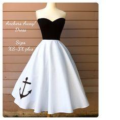 Typisk rockabilly klänning. Svalor och seglingsmotiv är vanligt inom stilen. Precis som tatueringar.