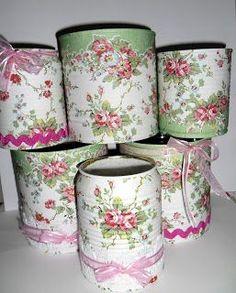 Olá a todos!! Já fazia muito tempo que não usava meus guardanapos e decorava latas, estas estavam guardadas a tanto tempo que me bateu s...