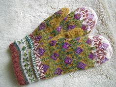 Ravelry: lacesockslupins' Latvian mittens, page 145-1 mitten