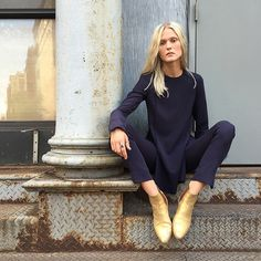 As you transition into spring, try a navy monochromatic look. To add a twist, bring in gold booties. Let Daily Dress Me help you find the perfect outfit for whatever the weather! Style Outfits, Winter Outfits, Fashion Outfits, Womens Fashion, Boot Outfits, Booties Outfit, Outfits 2016, Gold Boots, Looks Street Style