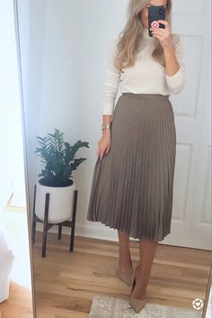 Modest Work Outfits, Classy Work Outfits, Office Outfits Women, Work Dresses For Women, Skirts For Work, Work Outfits Office, Fall Skirt Outfits, Midi Skirt Outfit Casual, Summer Work Dresses