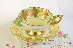 "Royal Stafford ""La Vigne d ' or"" taza y plato Vintage Cups, Vintage Tea, Royal Stafford, Cup Art, China Tea Cups, Rose Tea, My Cup Of Tea, High Tea, Cup And Saucer"