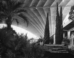 Inside le CNIT - Vue de l'exposition Floralies. Cliché Jean Biaugeaud. 24 avril 1959.