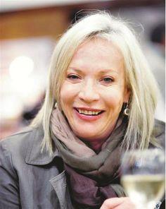 Volksblad - vermaak Sandra Prinsloo Beautiful People, Beautiful Women, South African Artists, Celebs, Celebrities, Persona, Countries, Note, Actors
