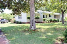 CUTE RANCH STYLE HOME, ALL ONE FLOOR LIVING, LOTS OF UPDATES. A MUST SEE.  View listing details, photos and virtual tour of the Home for Sale at 226 Scuppernong Road, Manteo, NC at HomesAndLand.com.