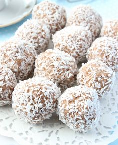 Saras madunivers: Raw abrikos- & gojibærkugler m. Peanut Butter Balls, Brownie Bites, Homemade Candies, Gluten Free Desserts, Something Sweet, Healthy Snacks, Healthy Fats, Healthy Eating, Nutella