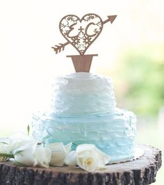Happy #WeddingWednesday! Visit the blog to see more of today's featured budget wedding -- they pulled it off on a budget less than $10k!! Photo by @smile_peace_love_creative // Cake by @wegmans by budgetsavvybride