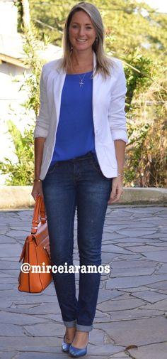 Look de trabalho - look do dia - look corporativo - moda no trabalho - work outfit - office outfit - fall outfit - frio - look de outono -jeans - blazer branco - azul - bolsa laranja - orange and blues - casual friday