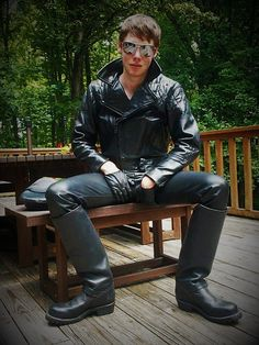 From the worse to the best : Photo Tight Leather Pants, Leather Cap, Leather Boots, Leather Jackets, Leather Trousers, Skinhead Boots, Biker Boys, Hot Teens, Motorcycle Leather
