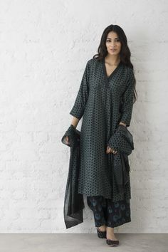 Best Trendy Outfits Part 11 Indian Attire, Indian Ethnic Wear, Indian Outfits, Salwar Designs, Blouse Designs, Kurta Patterns, Indian Designer Suits, Quoi Porter, Dress Indian Style