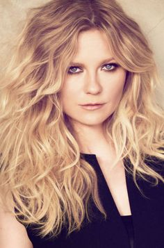 Kirsten Dunst: L'Oréal Professionnel's First Spokesperson! Check out Kirsten Dunst in this brand new campaign image for her new partnership with L'Oréal Professionnel! The actress will act as the first-ever… Kirsten Dunst, Wavy Hair, New Hair, Messy Hair, Tousled Hair, Pelo Casual, Hair Contouring, L'oréal Professionnel, Casual Hairstyles