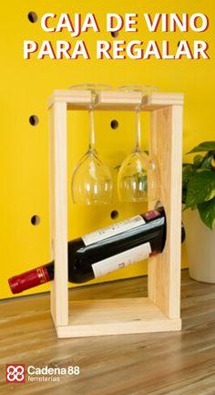 No te pierdas este tutorial sobre cómo crear una caja de vino de madera para hacer el regalo más original.  #Cadena88 #ferreterías #cajadevinodemadera #regalosoriginales Small Wood Projects, Diy Pallet Projects, Woodworking Projects Diy, Woodworking Quotes, Wine Rack Design, Twig Furniture, Bar A Vin, Bottle Display, Wine Glass Holder