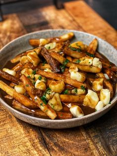 If you have never enjoyed a rich, delicious bowl of poutine, now is your chance in your very own home. Gravy, cheese curds and fries all in one bowl. Canadian Food, Canadian Recipes, Poutine Recipe, Good Food, Yummy Food, Pub Food, Cooking Recipes, Healthy Recipes, Food Blogs