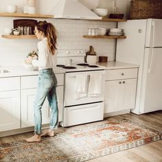 love this patterned rug by the sink.