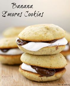 Banana S'mores Cookies - Yummy way to use overripe Dessert Dessert Ripe Banana Recipe, Banana Recipes, Just Desserts, Delicious Desserts, Yummy Food, Small Desserts, Dessert Healthy, Delicious Cookies, Tasty