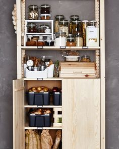Super smart ways to store your food - Ikea DIY - The best IKEA hacks all in one place Ikea Kitchen, Kitchen Pantry, Kitchen Storage, Kitchen Decor, Food Storage, Smart Storage, Open Pantry, Pantry Storage, Pantry Cabinet Ikea