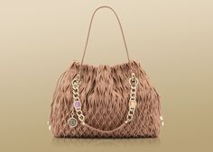 Bulgari shoulder bag in sand willow calf leather with light gold plated hardware and Monete charm. London Night Out, Italian Jewelry, Bvlgari, Luxury Watches, Calf Leather, Gemstone Jewelry, Bucket Bag, Hardware, Shoulder Bag
