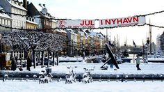 Når julen gør sit indtog i København i midten af november, omdannes Nyhavn til et af byens hyggeligste markeder.
