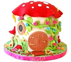 How adorable is this? Would make a great birthday cake for a little girl.