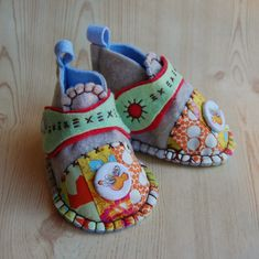 View details for the project ModCloth Handmade Contest - Felt Baby Shoes on BurdaStyle.