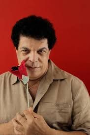 Wando, nome artístico de Wanderley dos Santos Vieira foi um cantor romântico, do gênero musical brega, brasileiro. Além da música, era conhecido por ganhar calcinhas de suas fãs durante os shows.  Nascimento: 2 de outubro de 1945, Cajuri, Minas Gerais. Falecimento: 8 de fevereiro de 2012, Nova Lima, Minas Gerais.