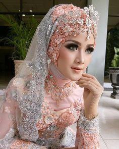 Show seminar harpy gresik - Hijab Muslimah Wedding Dress, Muslim Wedding Dresses, Muslim Brides, Bridal Wedding Dresses, Bridal Style, Bridal Hijab, Hijab Bride, Wedding Hijab Styles, Wedding Headdress
