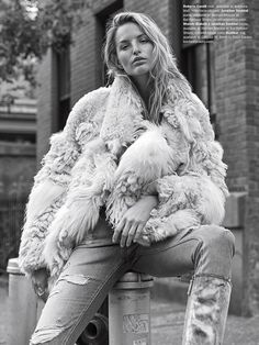 Michaela Kocianova graces the pages of Venice Magazine's Winter 2018 issue. Captured by Christopher Ferguson (See Management), the blonde model poses on the streets of New York City in winter whites. Stylist Seppe Tirabassi makes Photography Poses Women, Fashion Photography Inspiration, Urban Photography, White Photography, Trendy Fashion, Fashion Models, Winter Fashion, Female Fashion, Fashion Designers